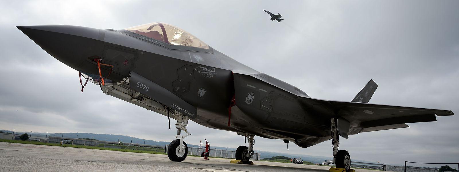La commande de 34 exemplaires du F-35 est évaluée à quelque 3,8 milliards d'euros.