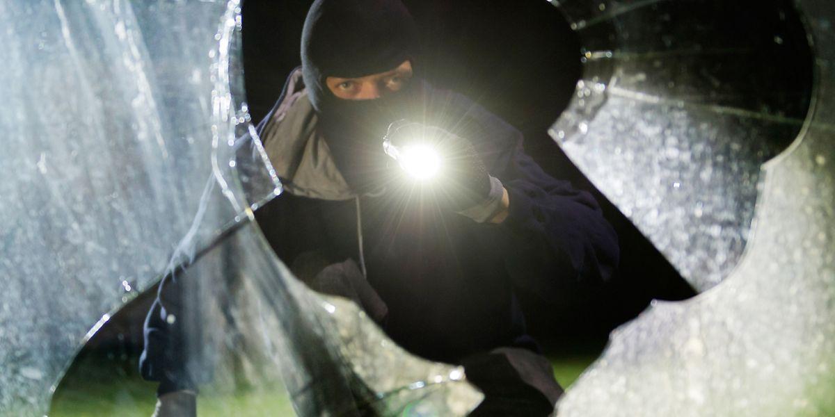 In der dunklen Jahreszeit haben es Einbrecher oft leichter - sie werden nicht so schnell gesehen.