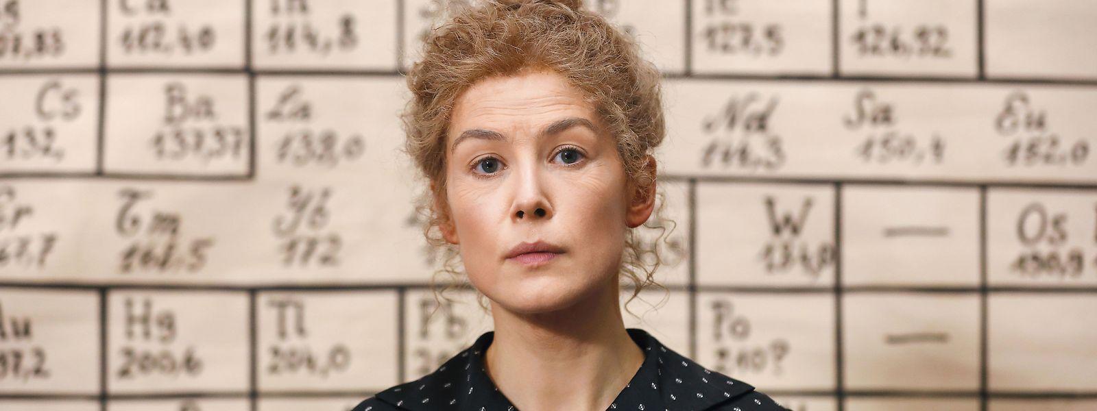 """Rosamund Pike spielt in """"Radioactive"""" die Forscherin Marie Curie."""