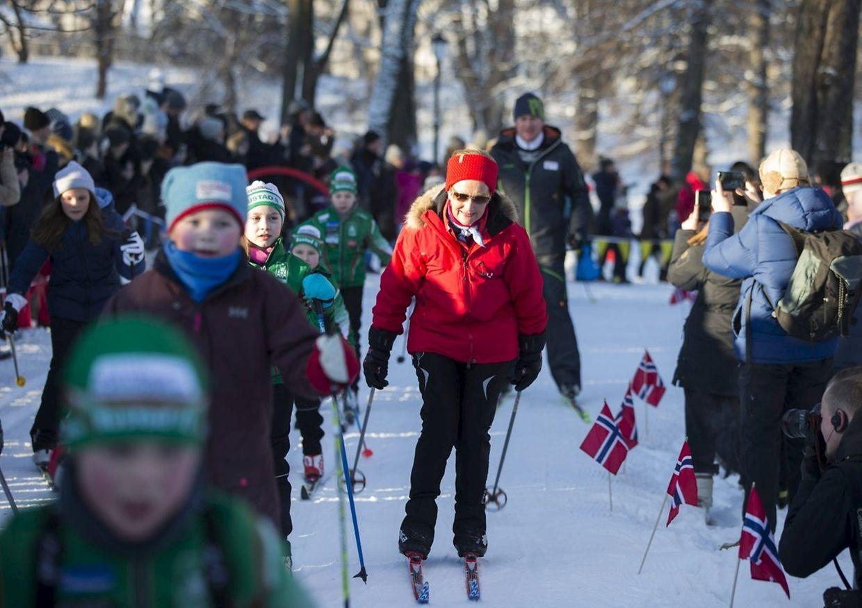 Königin Sonja bewies auf Langlauf-Skiern im königlichen Park einiges Geschick.