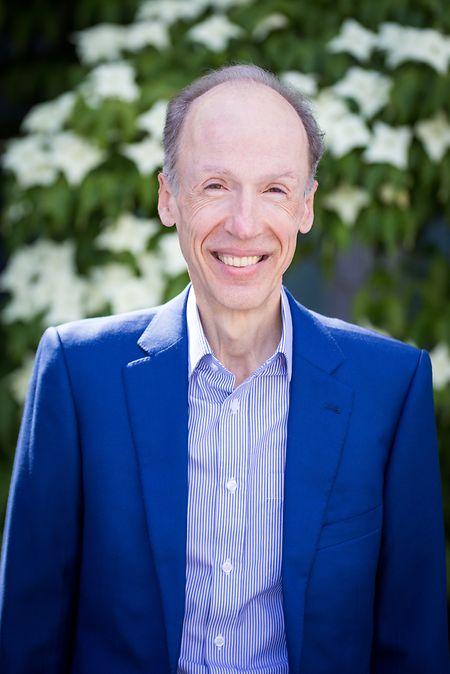 Dr. Gérard Schockmel beantwortete am Dienstagabend Zuschauerfragen zu den Corona-Impfstoffen.
