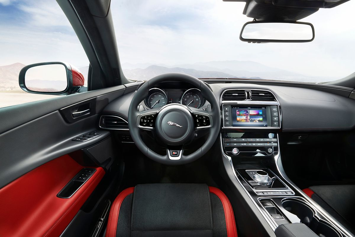 Das XE-Cockpit ist übersichtlich und bedienerfreundlich gestaltet.