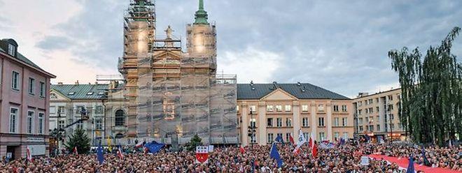 Manifestações encheram ruas polacas para contestar o projeto inicial do Governo.