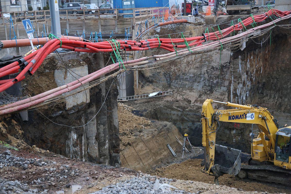 Im Vorfeld musste der Untergrund weiter stabilisiert werden. Das führte zu Verzögerungen.