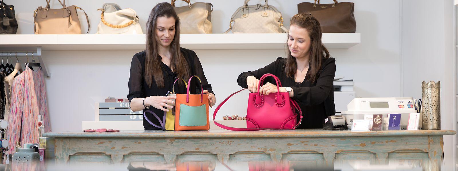 Die beiden Schwestern Nora und Linda Winandy führen einen der wenigen Second-Hand-Läden in Luxemburg. Das Interesse nach Ware aus zweiter Hand wachse stetig, sagen sie.