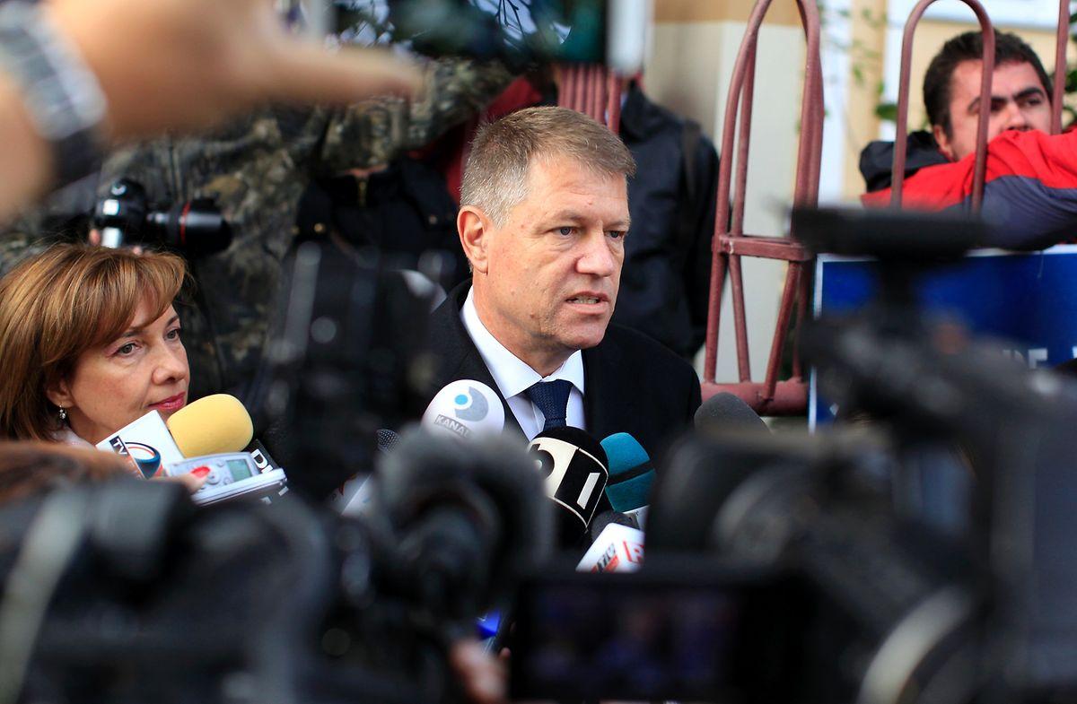 Mit dem Einsatz für die Holz-Firma Schweighofer hat des bisher beliebte Staatschef  Iohannis Sympathien eingebüßt.