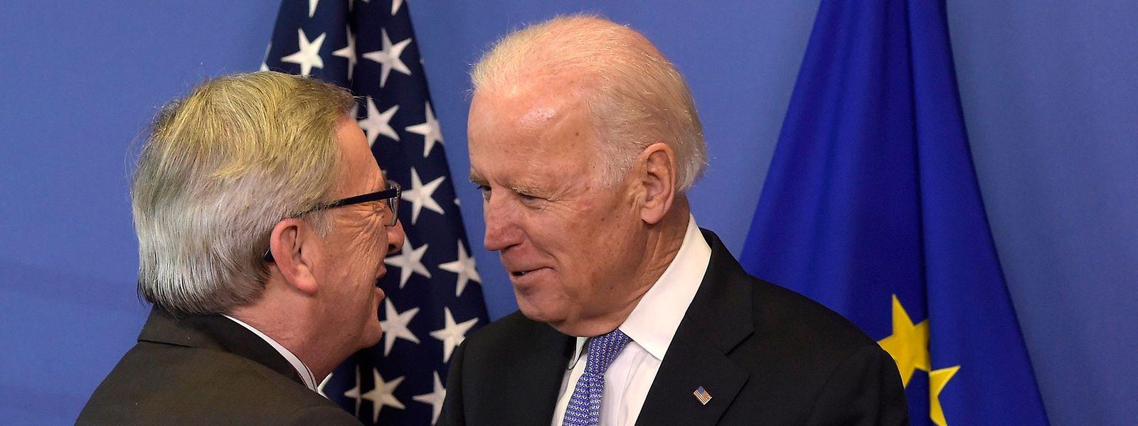 Jean-Claude Juncker und der damalige Vizepräsident Joe Biden bei einem Treffen in Brüssel im Jahr 2015.