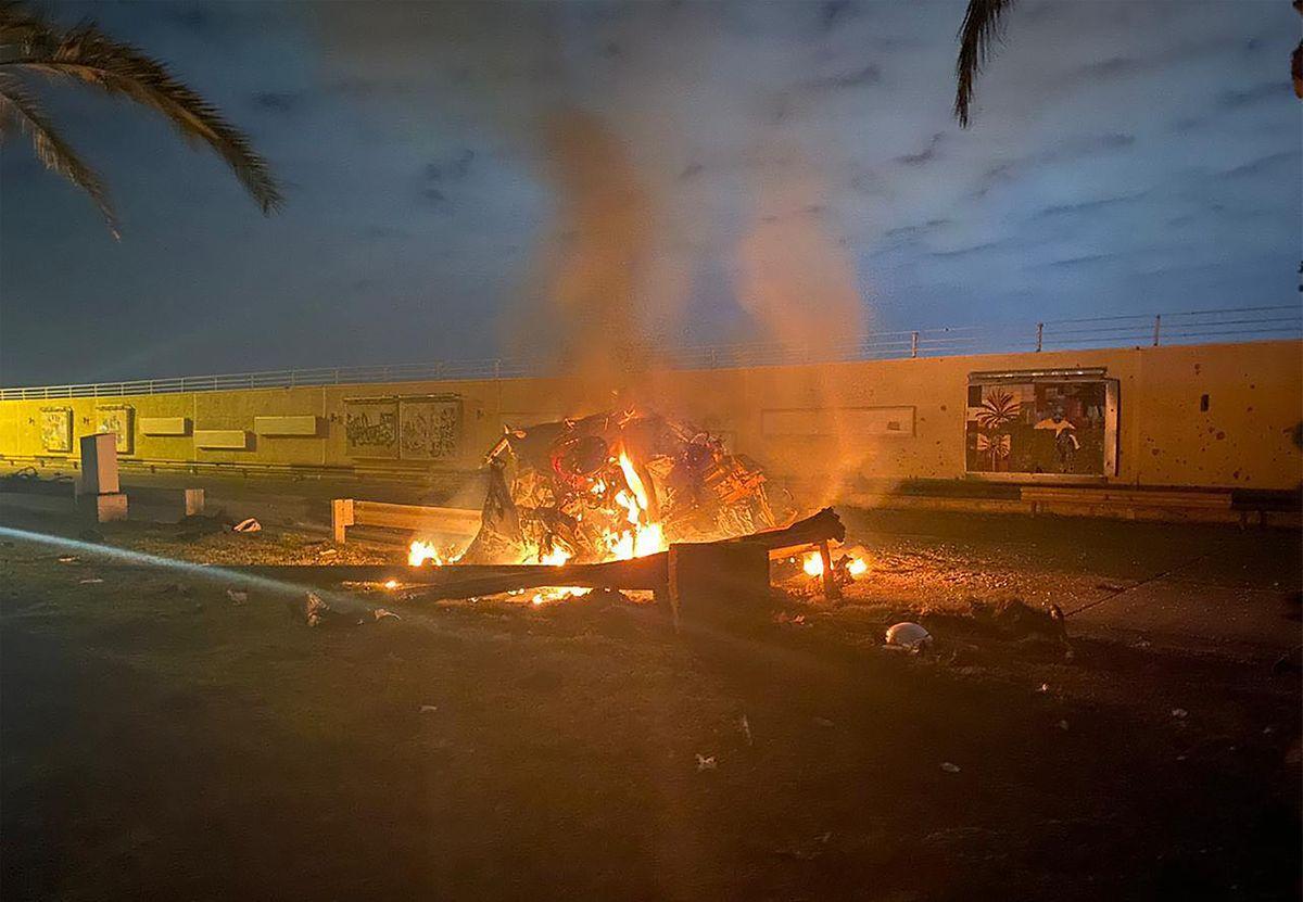 Auf der Facebook-Seite der Truppen in Irak wurde dieses Foto eines komplett ausgebrannten Fahrzeugs gepostet, in dem Soleimani umgekommen sein soll.