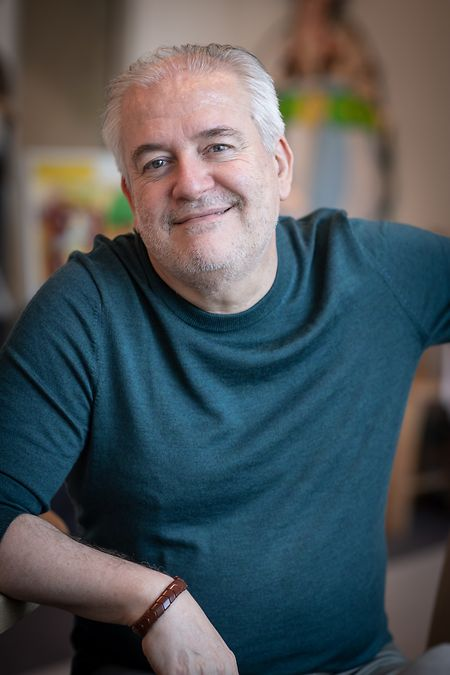 Didier Conrad a repris en 2013 le dessin d'Astéruix de la main de son père Albert Uderzo.