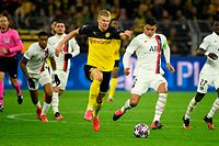 Dortmund's Norwegian forward Erling Braut Haaland (C) vies for the ball with Paris Saint-Germain's Brazilian defender Thiago Silva (2nd R) during the UEFA Champions League Last 16, first-leg football match BVB Borussia Dortmund v Paris Saint-Germain (PSG) in Dortmund, western Germany, on February 18, 2020. (Photo by Ina Fassbender / AFP)