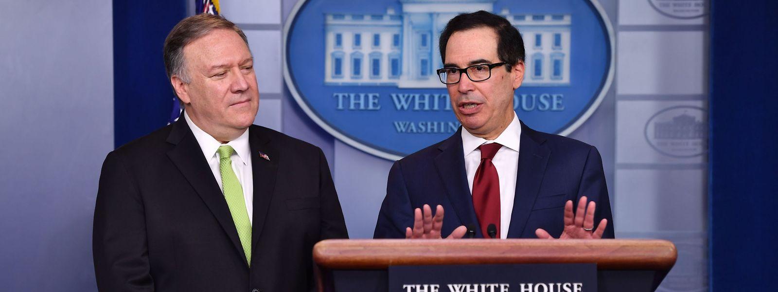 US-Außenminister Mike Pompeo (l.) und Finanzminister Steven Mnuchin bei einer Pressekonferenz am Freitag in Washington.