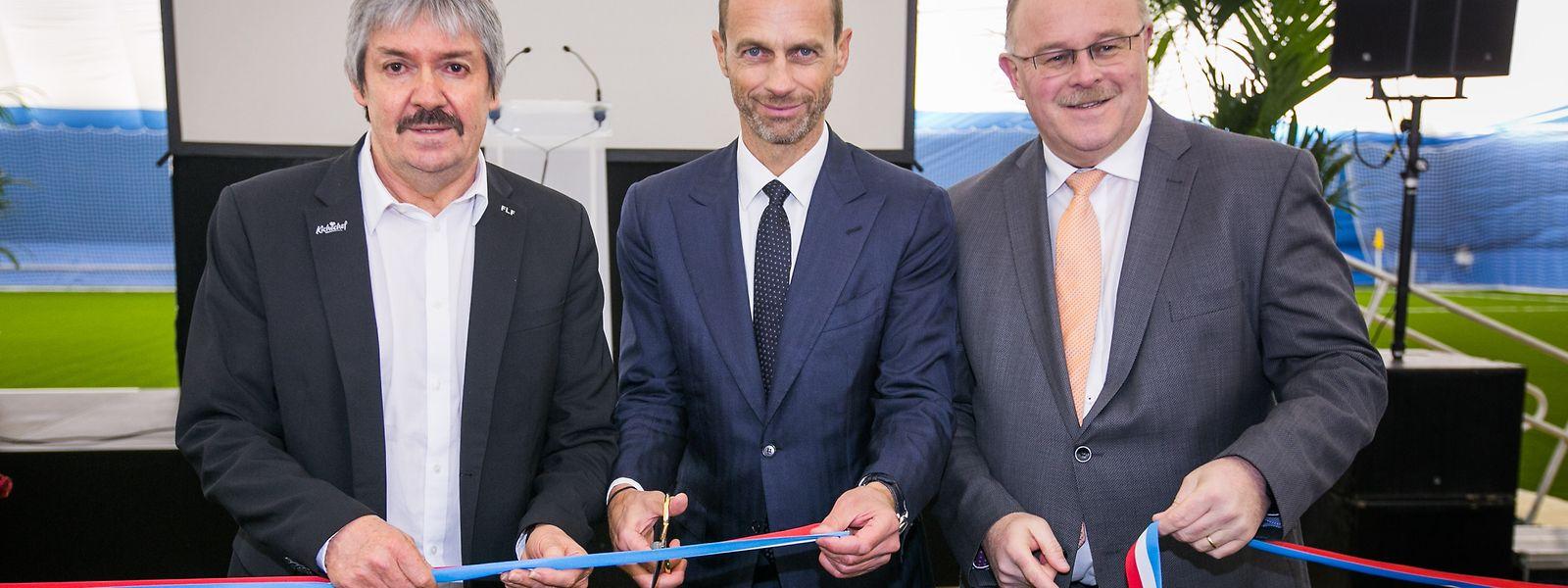 Le président de l'UEFA Aleksander Ceferin (au centre, au côté du président de la FLF Paul Philipp, à droite, et du ministre des Sports, Romain Schneider, à gauche) a abordé tous les sujets brûlants du football européen, ce jeudi à Mondercange