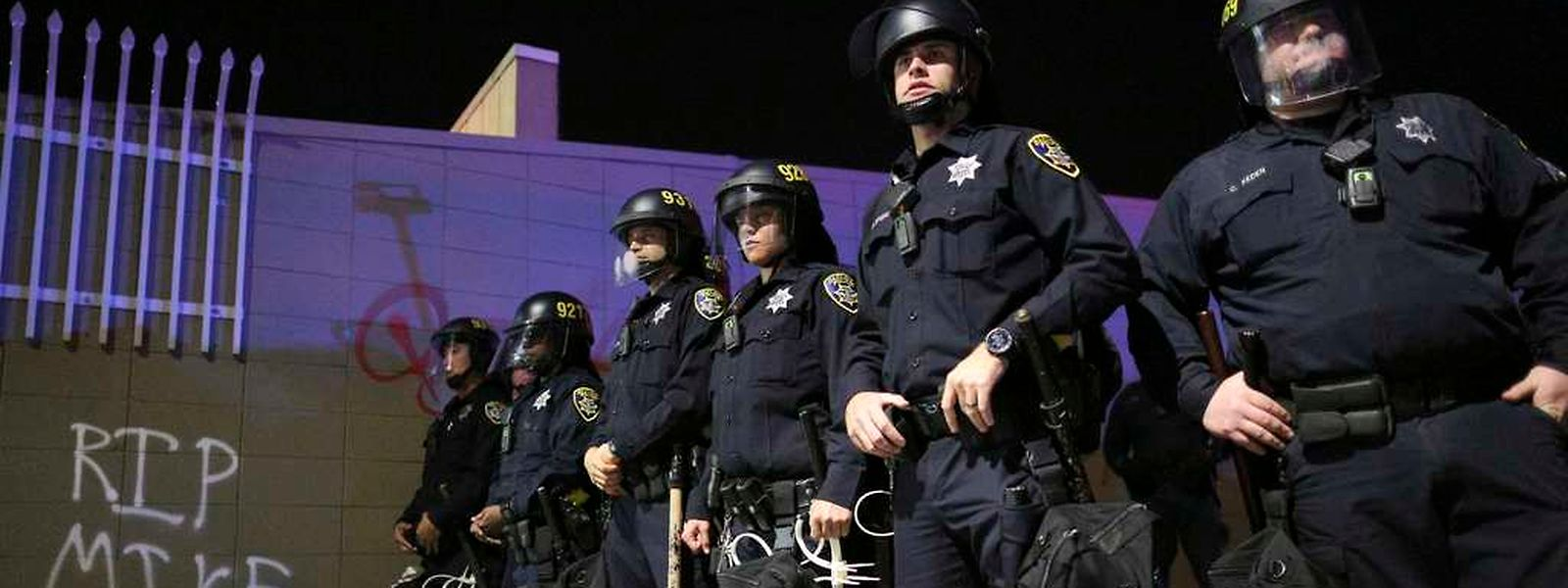 Im August erschoss ein Polizist in der US-Stadt Ferguson den schwarzen Jugendlichen Mike Brown. Seitdem kommt es in den USA zu Protesten gegen die Polizeigewalt.
