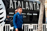 Atalanta's Ukrainian midfielder Ruslan Malinovskyi arrives at the Westin Hotel in Valencia on March 09, 2020 on the eve of the UEFA Champions League Group H football match between Valencia and Atalanta which will be played behind closed doors in light of the coronavirus outbreak. (Photo by JOSE JORDAN / AFP)