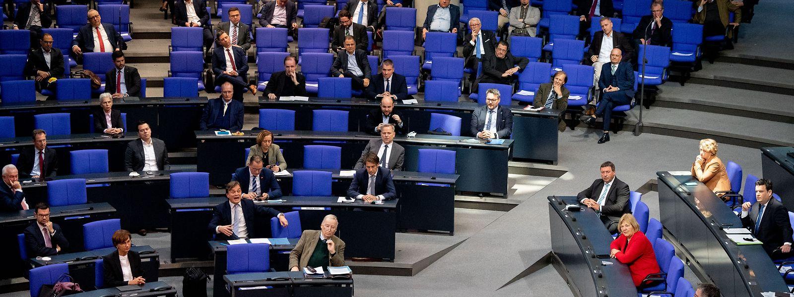 Der Deutsche Bundestag sollte bei den Beschlüssen über neue Corona-Maßnahmen eine stärkere Rolle spielen.