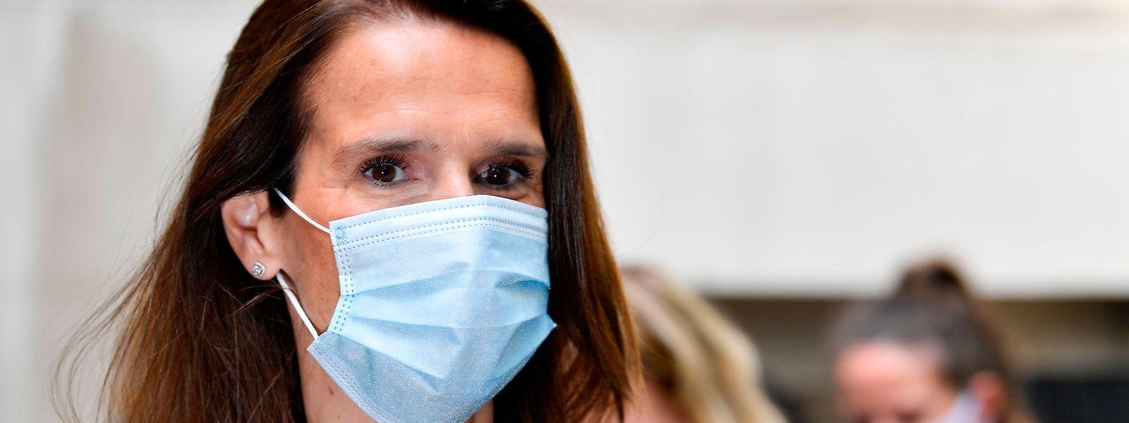 La Belgique a élargi jeudi l'obligation du port du masque. La Première ministre, Sophie Wilmes donne l'exemple...
