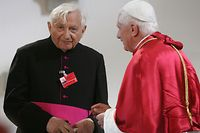 (FILES) In this file photo taken on September 11, 2006 Pope Benedict XVI (R) chats with his brother Georg Ratzinger at Saint Oswald Church in Marktl am Inn as the Pope's visited his birth town during a six-day visit to Bavaria. - Former pope Benedict XVI's brother Georg Ratzinger has died aged 96, the Vatican said July 1, 2020, just over two weeks after the retired pontiff made an exceptional trip to Germany to see him. (Photo by John MACDOUGALL / AFP)