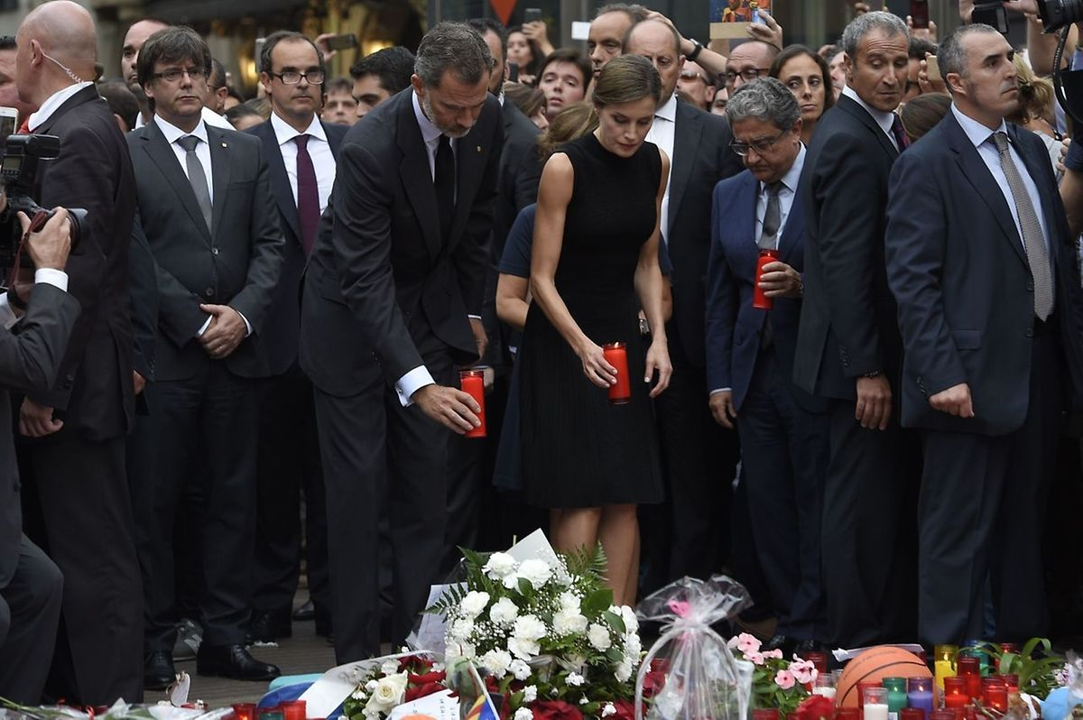 Das spanische Königspaar Letizia und Felipe beteiligten sich am Samstagabend an der Gedenkfeier.