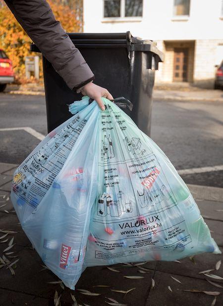 L'année dernière, 7.664 tonnes de déchets collectés dans les sacs bleus et verts ont quitté le centre de tri de Valorlux.