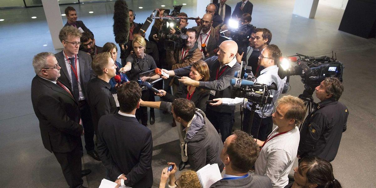 Max Schrems war von zahlreichen Medienvertretern umlagert.