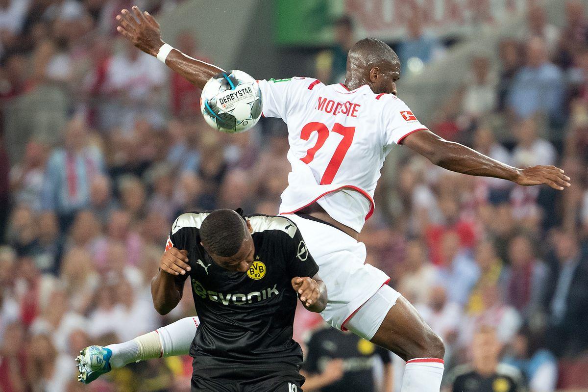 Anthony Modeste (oben) und seine Kölner machen Dortmund um Manuel Akanji das Leben schwer.