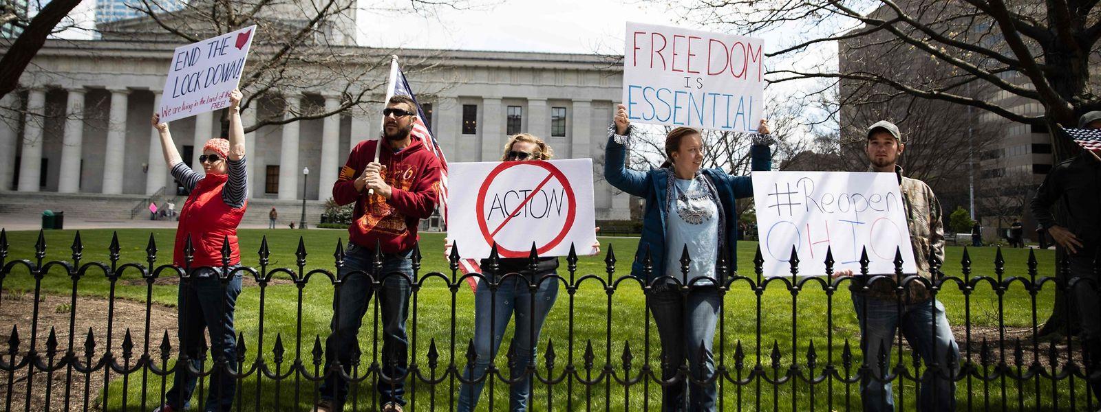 Demonstranten in Columbus, Ohio, fordern ein Ende des Lockdowns.