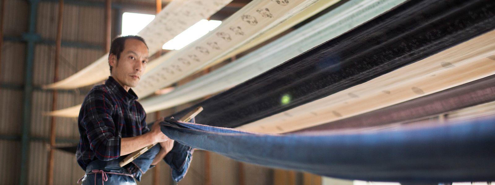 Yuki-tsumugi-Seide wird noch wie vor Hunderten vonJahren hergestellt.