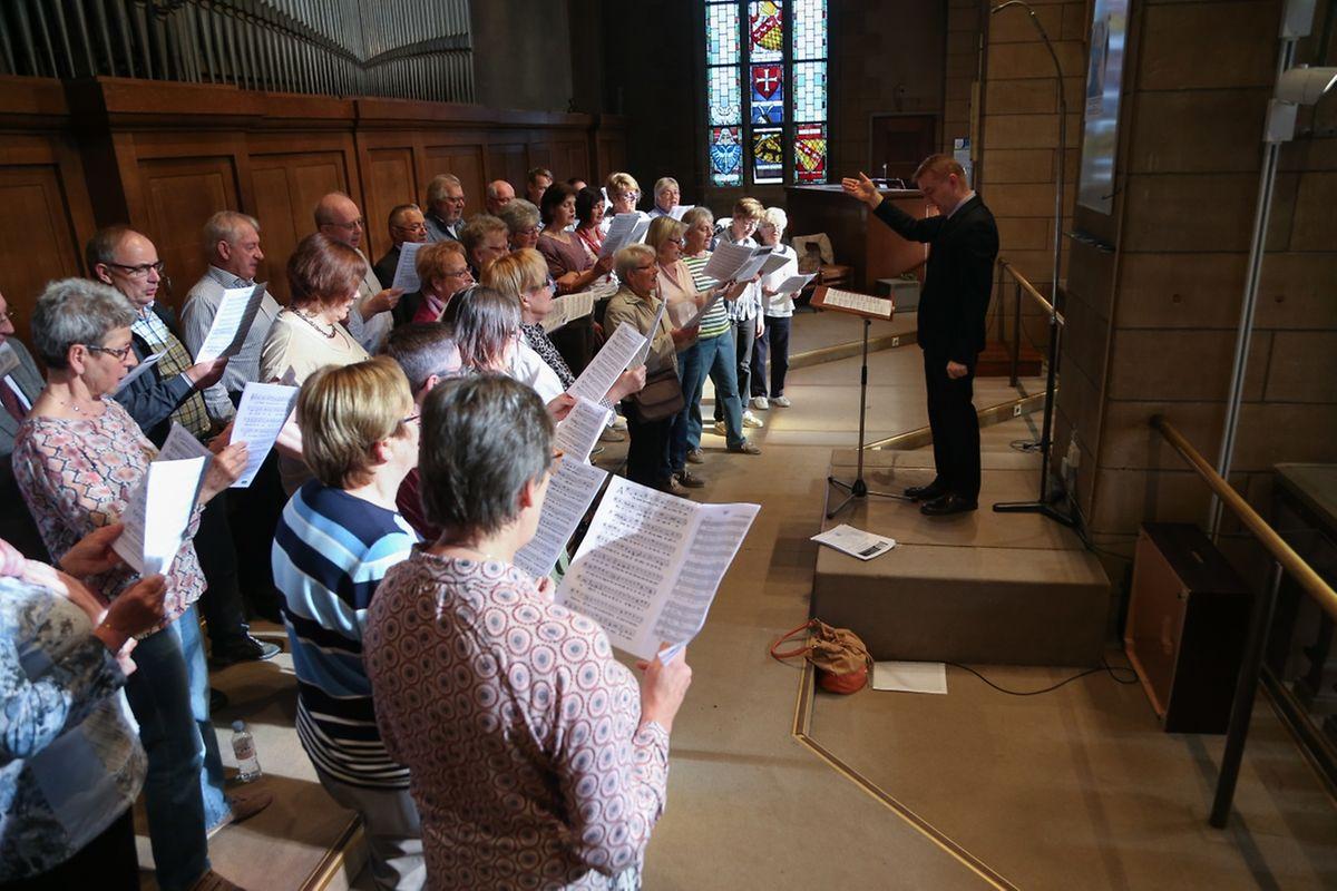 """Messe für die neuen Pfarreien """"Disciples d'Emmaüs"""" (Hesper, Réiser, Weiler) und """"Saint-André"""" (Beetebuerg, Fréiseng)."""