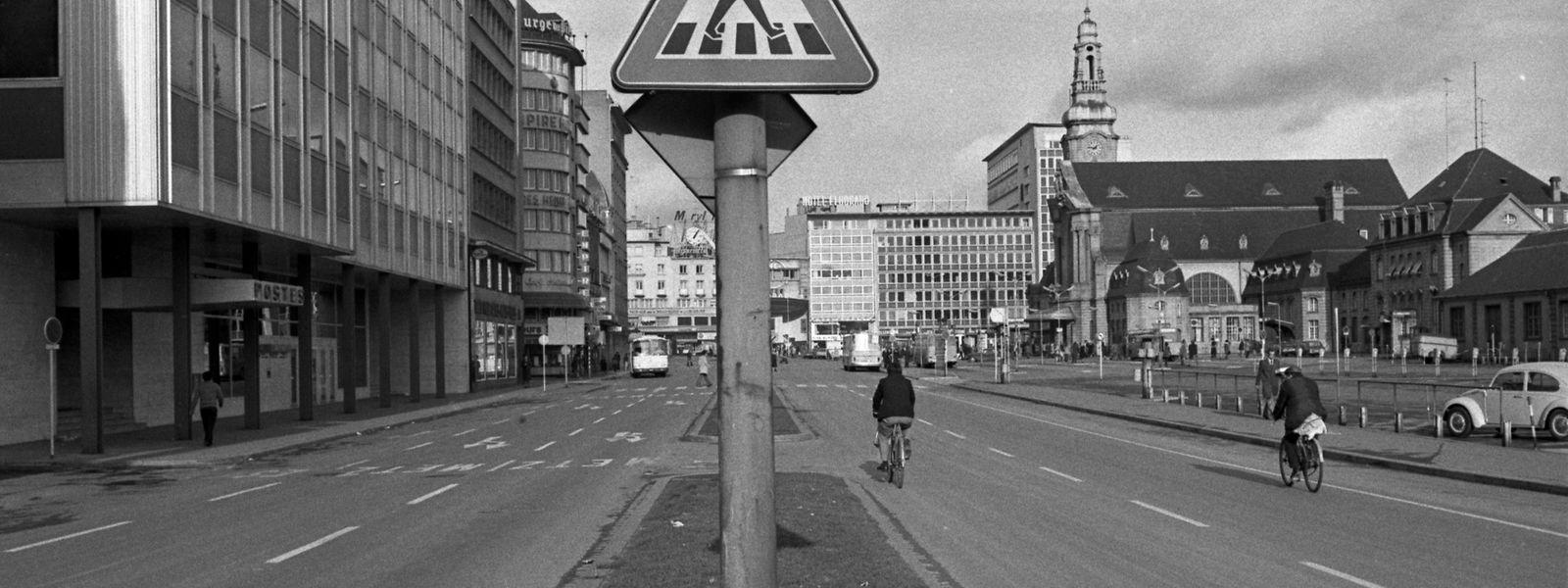 """Die Antwort auf das arabische Embargo: Beim Erdölverbrauch muss unbedingt gespart werden: Wie andere Länder auch führte Luxemburg im November 1973 vier """"autofreie Sonntage"""" ein."""