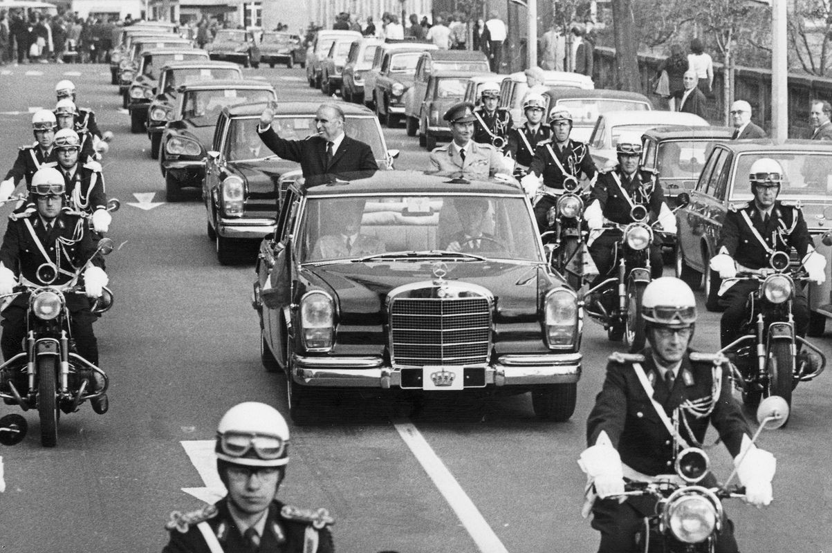 Der französische Präsident Pompidou und Großherzog Jean fuhren vom Flughafen in Richtung Palast.