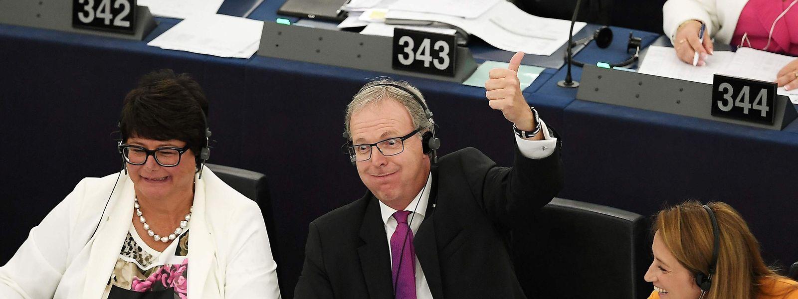 EU-Parlamentsmitglied und Berichterstatter Axel Voss (CDU) reagiert direkt nach der Abstimmung.