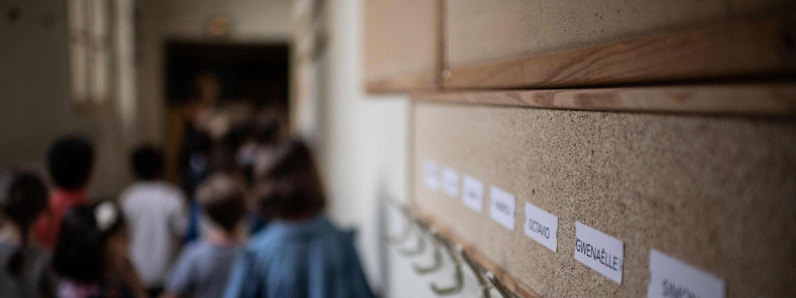 900.000 élèves wallons et bruxellois francophones et près de 400.000 Lorrains ont pris le chemin de l'école ce lundi