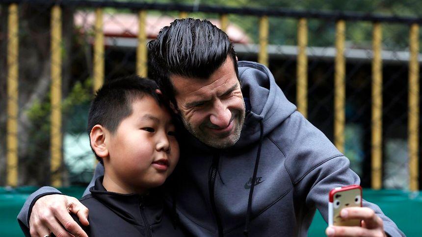 Luís Figo está na China para conseguir apoio