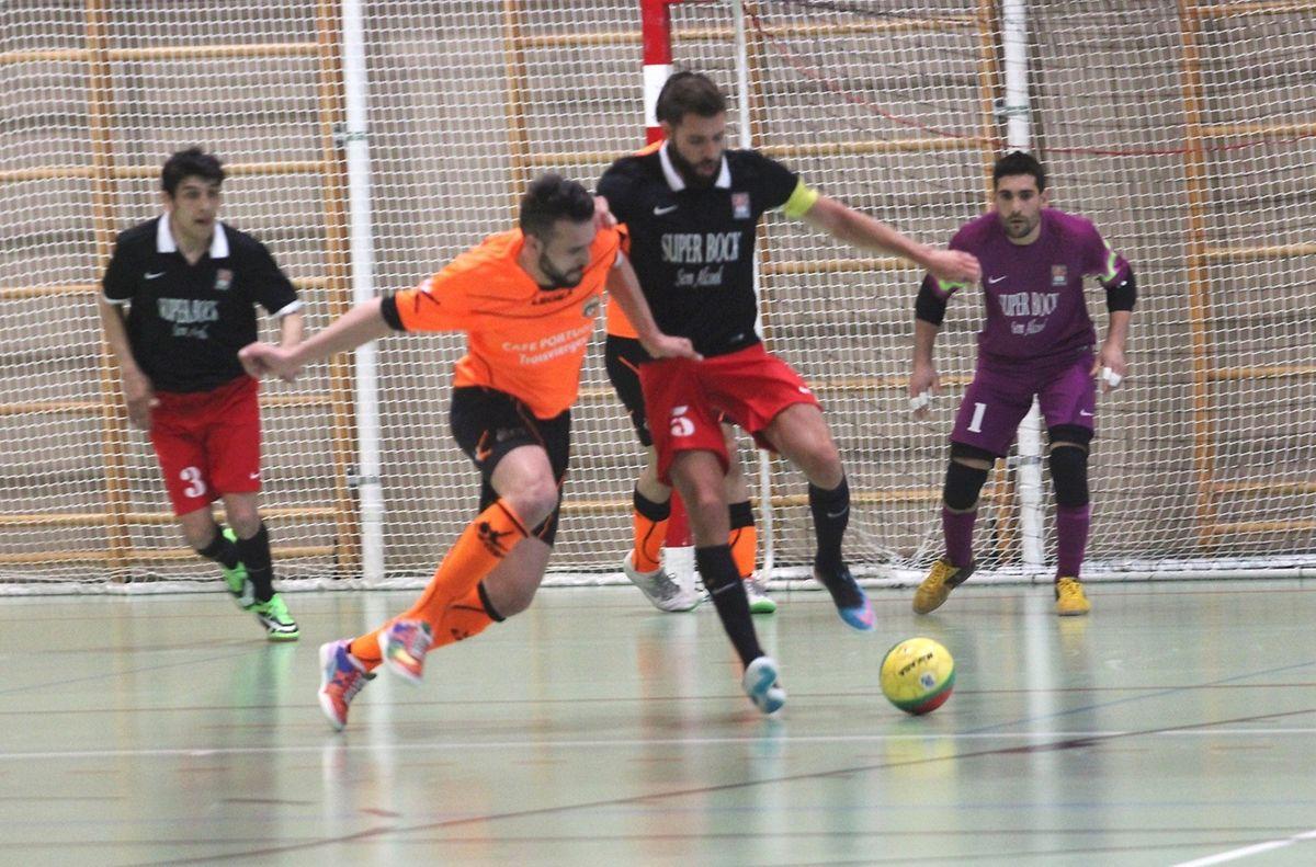Davide Chalmadrier (de preto) marcou cinco golos em Clervaux