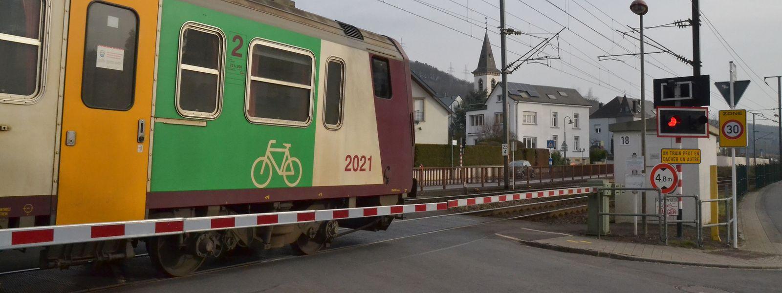 Manchmal schleppt sich der Abbau der Bahnschranken wegen politischer Unstimmigkeiten, wie in diesem Beispiel in Heisdorf.