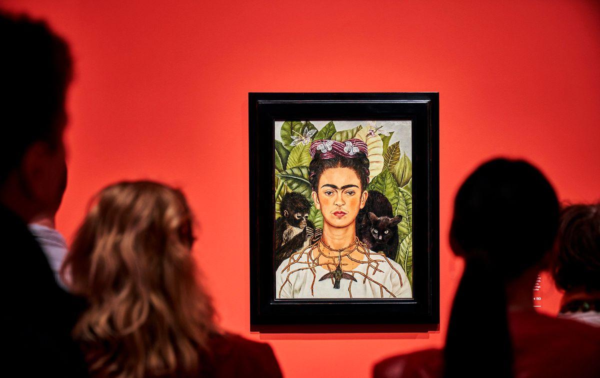 Dieses Selbstporträt von Frida Kahlo ist eines der zentralen Ausstellungsstücke in diesem Rundgang.