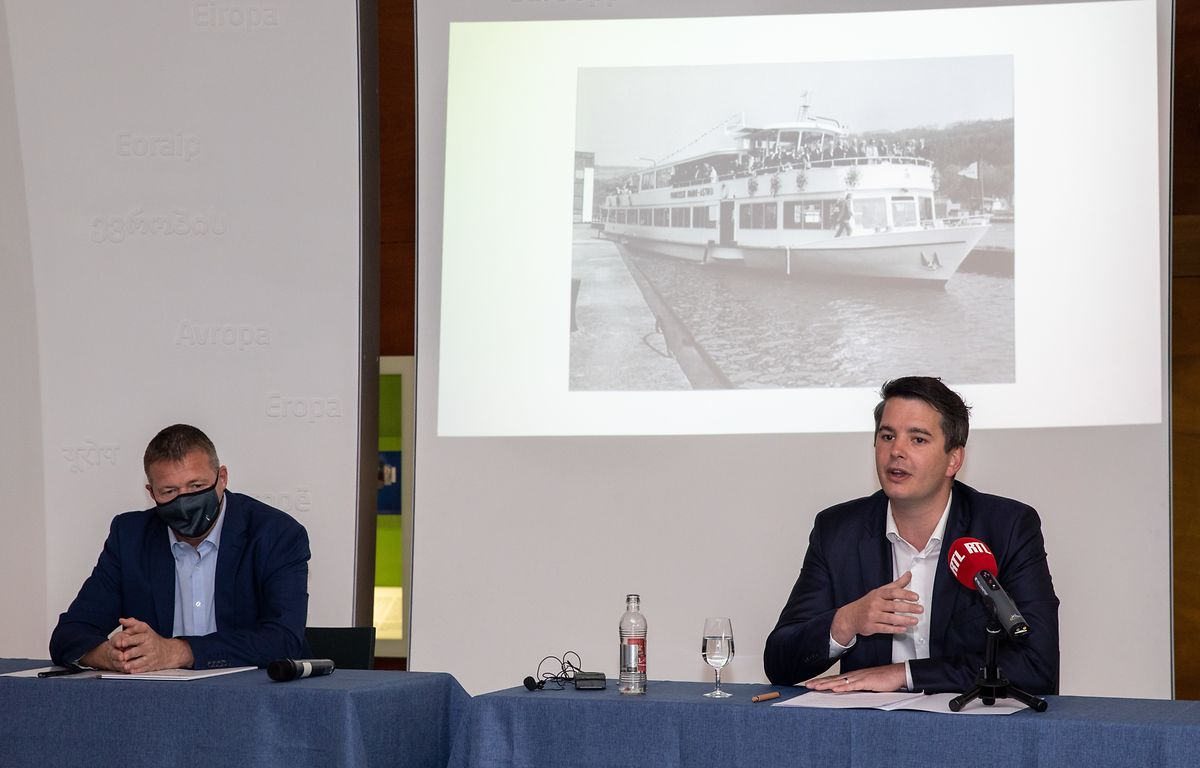Bürgermeister Michel Gloden (links) und Tourismusminister Lex Delles stellen die Pläne vor.