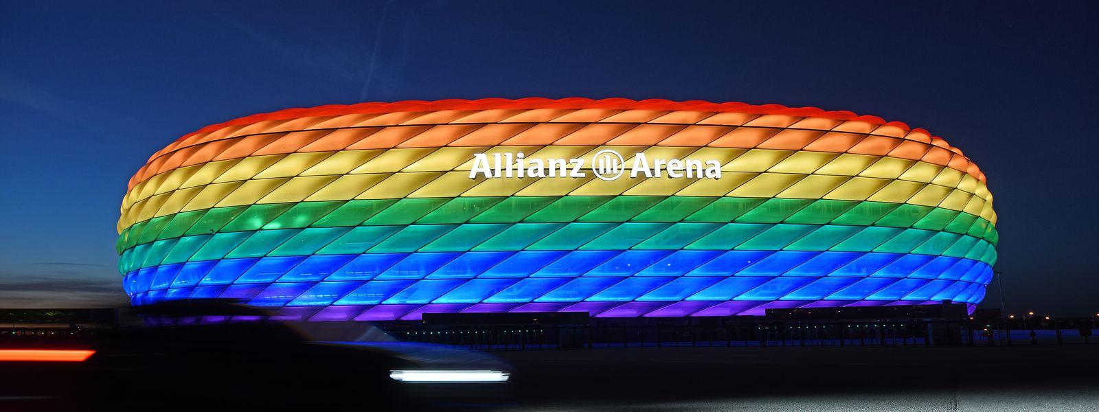 So hätte es aussehen können: Die Hülle der Allianz Arena leuchtet anlässlich des Christopher Street Days 2020 in Regenbogenfarben.