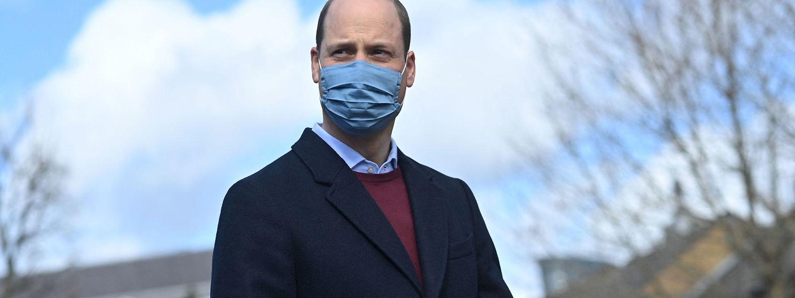 Bei dem Besuch einer Schule am Donnerstag äußerte sich Prinz William erstmals zu den Vorwürfen.