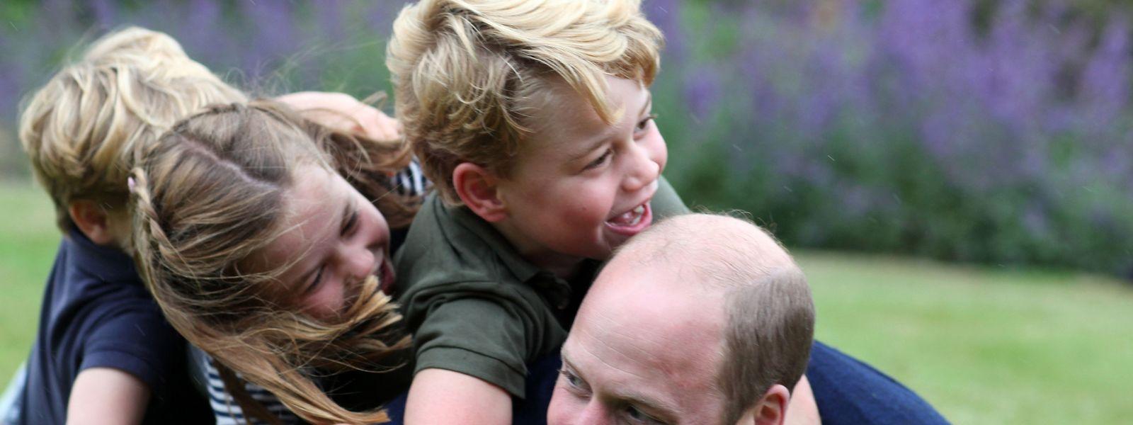 Prinz William mit seinen drei Kindern Prinz George, Prinzessin Charlotte und Prinz Louis (von rechts nach links)