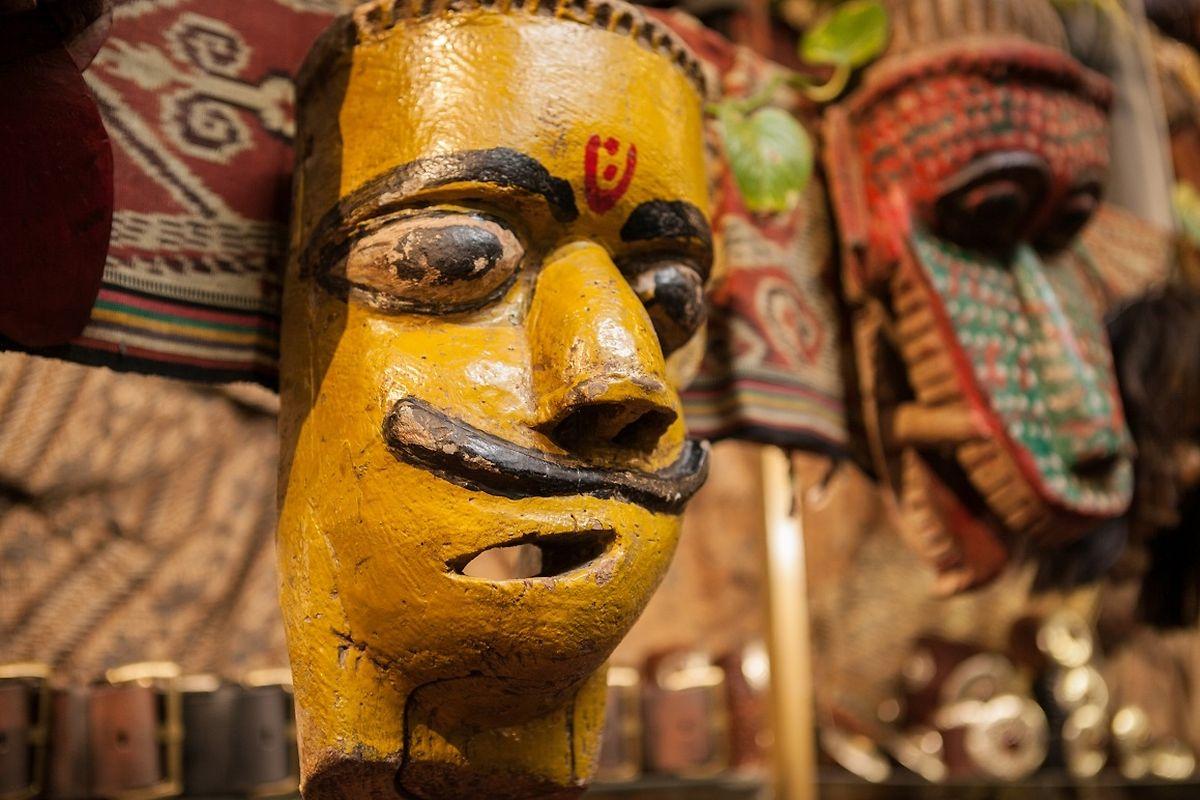 In der Kulturgeschichte der Menschheit spielen Masken seit jeher eine gewichtige Rolle.