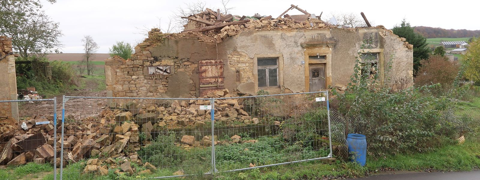 Das Haus am Ortseingang von Beyren sieht aus wie nach einem Bombenangriff.