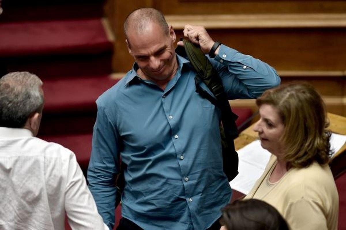"""A la place du Premier ministre, """"je continuerais à gouverner et à appliquer notre programme"""", a expliqué Yanis Varoufakis, l'ancien ministre des Finances."""