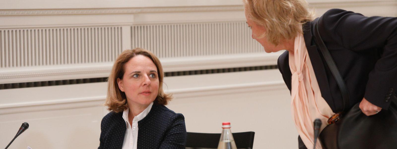 Familienministerin Corinne Cahen meldete sich nach der parlamentarischen Debatte und nach der Rücktrittsforderung der Opposition nicht zu Wort. Stattdessen bezog Gesundheitsministerin Lenert Stellung.