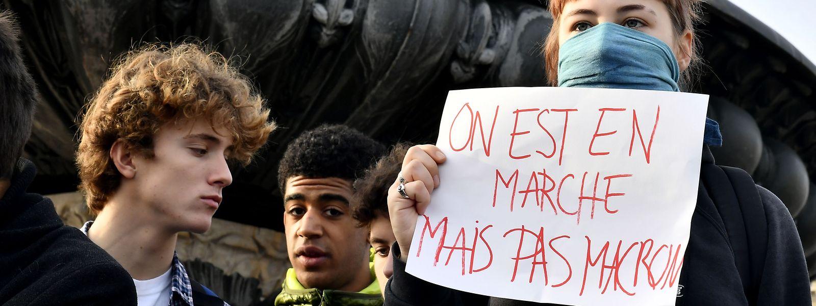 Die Proteste gegen Präsident Macron dauern an.