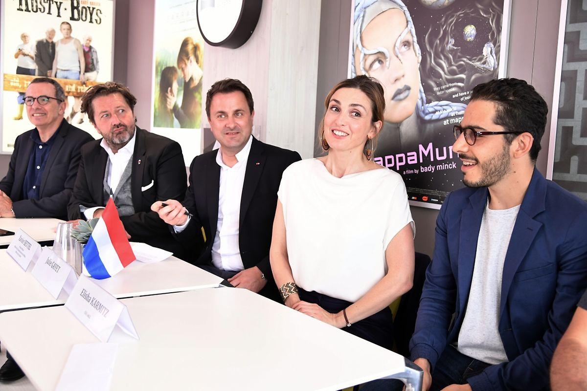 """Les partenaires du """"Prix Virtelio"""" autour de l'actrice Julie Gayet et du Premier ministre Xavier Bettel se sont retrouvés au Pavillon luxembourgeois."""