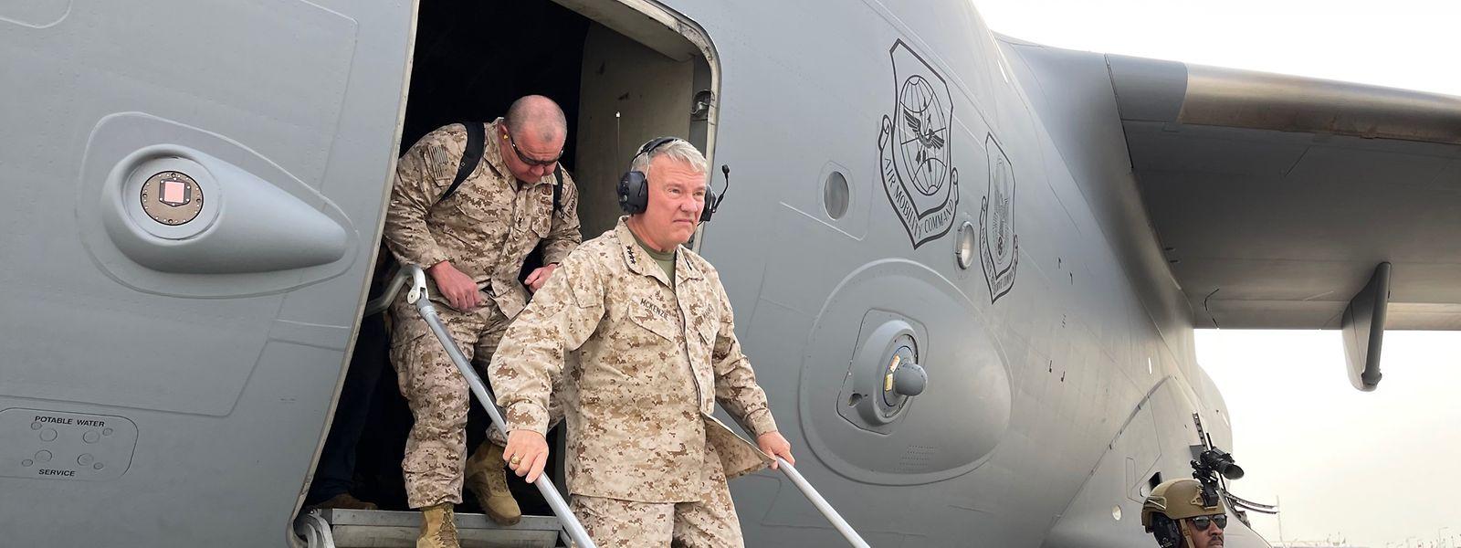 General McKenzie bei der Ankunft in Kabul im August 2021.