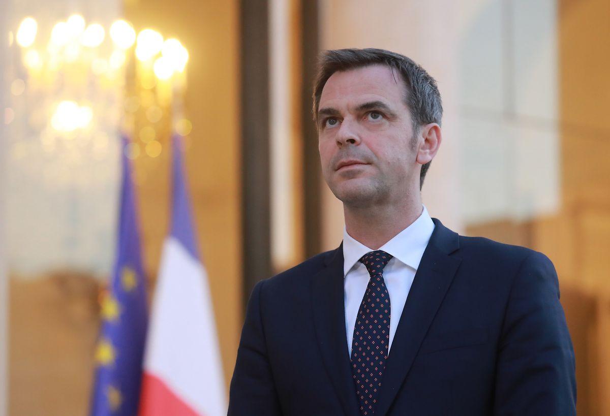 Le ministre français de la Santé Olivier Véran va autoriser le traitement par hydroxychloroquine mais uniquement pour les formes graves de la maldie.