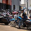 """Der Schritt des weltbekannten Motorradherstellers ist ein Rückschlag für den US-Präsidenten, hatte er doch seine Zollpolitik stets mit dem Prinzip """"Amerika zuerst"""" begründet."""