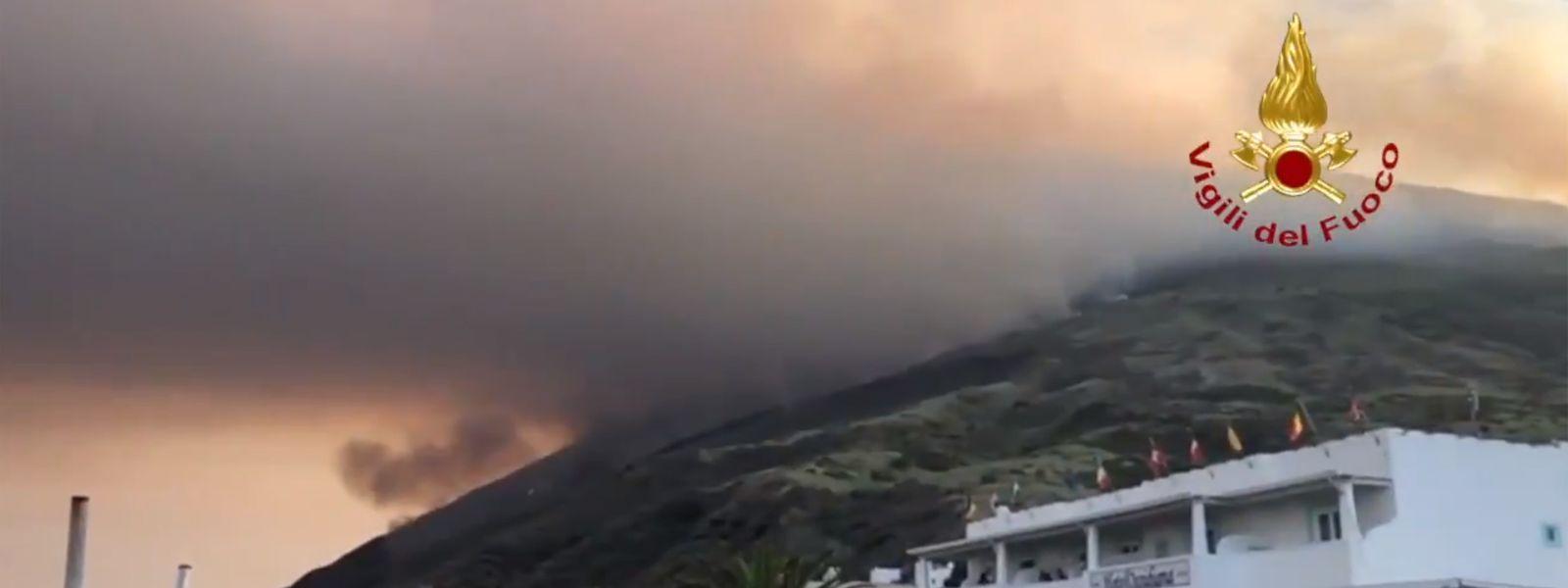 Eine riesige Aschewolke breitete sich nach der Explosion über dem Vulkan aus.